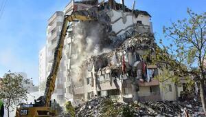 Depremde 3 katı çöken Yılmaz Erbek Apartmanında yıkım sürüyor