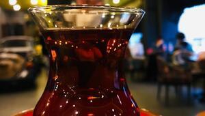 Rizelilere göre çay süzgeç kullanmadan, şekersiz, ince belli bardakta içilmeli