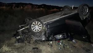 Takla atıp şarampole devrilen otomobil sürücüsünü itfaiye kurtardı