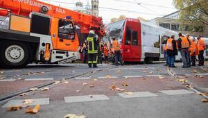 İki tramvay kafa kafaya çarpıştı: 1'i ağır 20 yaralı
