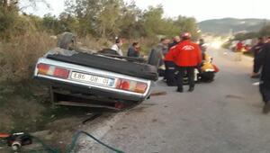 Ters dönen otomobilde sıkışan sürücüyü itfaiye kurtardı