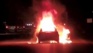 Bursada seyir halindeyken alev alan otomobil yandı