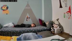 Uykuda depreme yakalanan çocuğunu böyle korudu