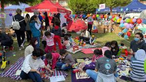 Depremzede çocuklar için çadırlar arasına oyun alanı hazırlandı