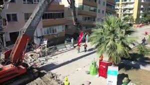 AFAD'dan bayrak hassasiyeti: Düştüğünü görünce alıp kaldırdılar