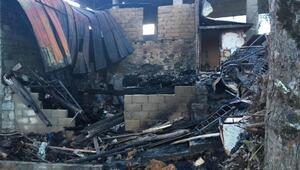 Rize'de, 2 ev yandı