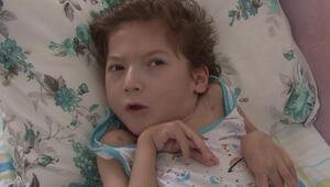 Doğumundan 3 gün sonra beyin felci geçiren 7 yaşındaki çocuk tedavi olmak için yardım bekliyor