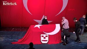 84 yaşında vefat eden Şehir Tiyatroları emekli sanatçısı Metin Çoban, dün son yolculuğuna uğurlandı.