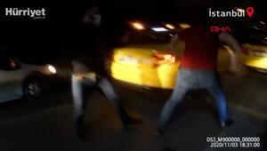 Yer Beyoğlu... Aynasını kırdığı taksiciden dayak yedi O anlar kamerada