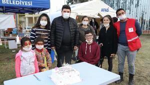 Başkan Kılıçtan çadırda kalan depremzede çocuklar için moral turu