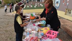 Şırnaklı çocuklardan İzmirli arkadaşlarına oyuncak yardımı