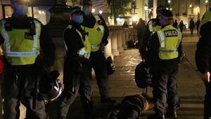 İngilterede karantina olaylı başladı: 104 kişi gözaltına alındı
