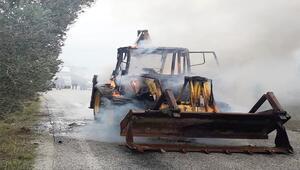 Balıkesirde iş makinesi alev alev yandı