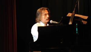 Müzik dünyasından acı haber: Timur Selçuk hayatını kaybetti