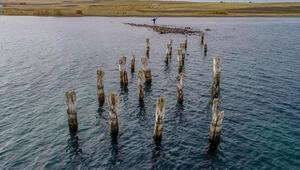 Van Gölü çekilince Osmanlı dönemine ait iskele kalıntısı ortaya çıktı