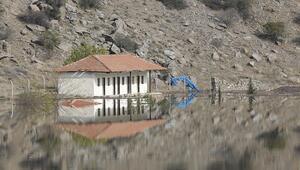 Ankaranın tarihi hamamı baraj sularına gömüldü