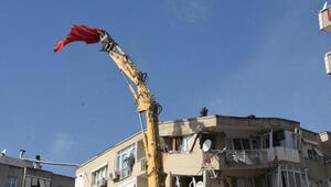 İzmirdeki yıkımlarda bayrak hassasiyeti