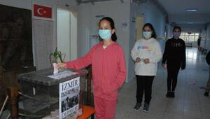 Öğrencilerden İzmirdeki depremzedelere yardım