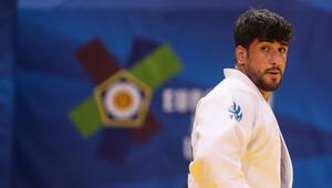 Milli sporcu Mert Şişmanlar, erkekler 100 kiloda gümüş madalya kazandı