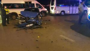 Adanada iki otomobilin çarpıştı: Yaralılar var
