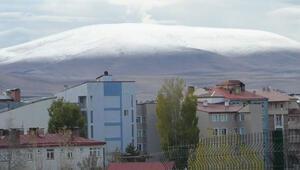 Karsta dağlar beyaza büründü