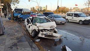Başkentte dolmuş ile otomobil çarpıştı: 4 yaralı