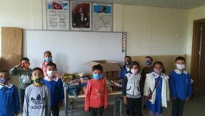 Reyhanlı'da, ilkokul öğrencilerinden İzmir'e anlamlı mektup