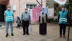 Sultanbeylide şehit aileleri ve gazilere temizlik seti dağıtılıyor