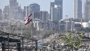 Beyrut Limanındaki patlamanın ardında bıraktığı ağır enkaz kaldırılmayı bekliyor