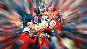 İşte İzmir depreminin canını dişine takan kahramanları...