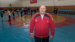 Güreş milli takımının eski antrenörlerinden Reşit Karabacakın koronavirüs testi pozitif çıktı