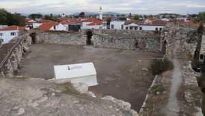 Tsunaminin vurduğu Sığacıktaki Osmanlı kalesi hasar gördü