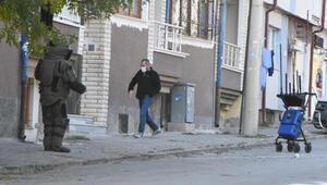 2 gündür sokakta duran şüpheli valizler fünyeyle patlatıldı