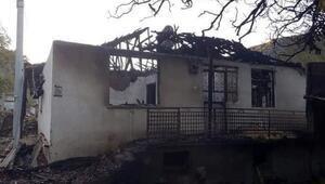 Ağlasunda iki ev yandı