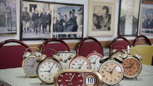 Atatürk posterleriyle donatılan kahvehanede saatler her zaman 9u 5 geçiyor
