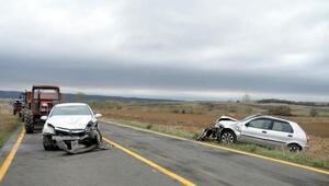 Malkarada otomobiller çarpıştı: 2 yaralı