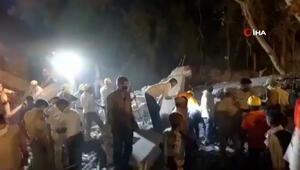 Hindistanda inşaat halindeki fabrikanın duvarı çöktü