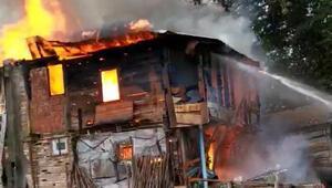 Sinopta 2 katlı ahşap evde yangın