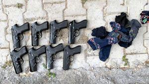 Araziye attığı çoraplardan 8 tabanca çıktı