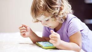 Teknolojik cihazların uzun süreli kullanımı çocuklarda sorunlara neden olabilir