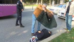 Beyoğlunda kaza: Yerdeki yaralı üşümesin diye ceketini örttü
