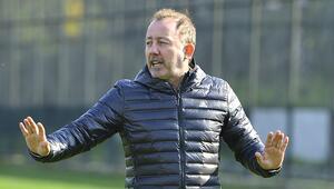 Beşiktaş'ta kadro sıkıntısı Sergen Yalçın'ın elinde 2'si kaleci 16 futbolcu kaldı...
