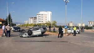 Takla atan araçtan hafif yaralı kurtuldular