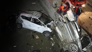 İki otomobil köprüden uçtu: 3 yaralı