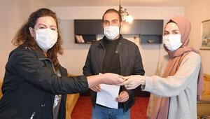 İzmirli hayırsever, anneannesinden kalan evi depremzede çifte açtı