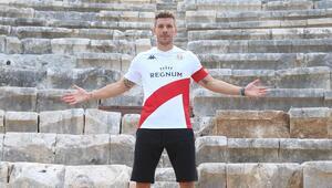 Antalyasporun Alman yıldızı Lukas Podolski turizm elçisi oldu