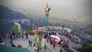 Denizlideki dev horoz heykeline ziyaretçi akını