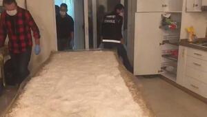 İstanbulda 40 kilogram uyuşturucunun ele geçirildiği operasyon kamerada