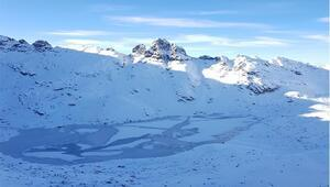 Karçal Dağında göller ve akarsular buz tuttu