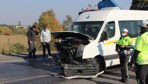Özel eğitim öğrencilerinin servis minibüsü devrildi: 5 yaralı